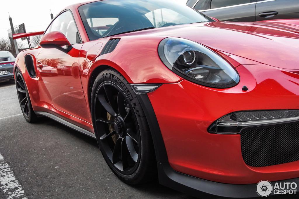 Yeni Porsche 911 GT3 RS Ştutqart hava limanında