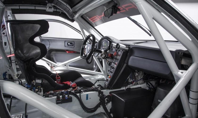 Yüngül kuzaya və 500 a.g. sahib 911 GT3 R yarış avtomobili
