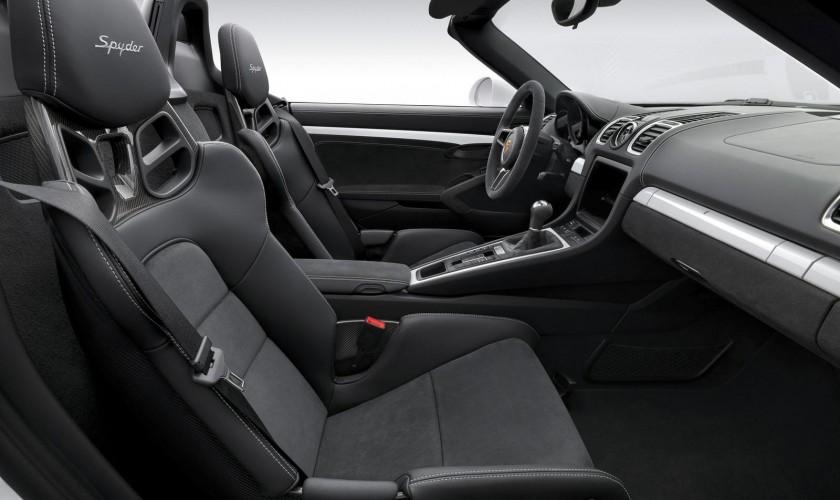 Porsche yeni Boxster Spyder modeli üçün təqdimat klipini hazırladı.