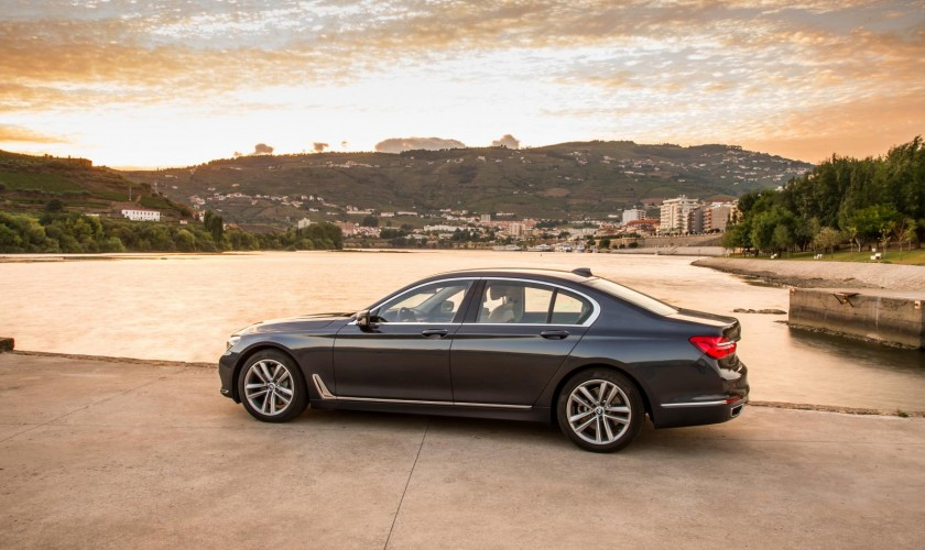 Yeni 7-ci nəsil BMW modelinin əlavə şəkil görüntüləri